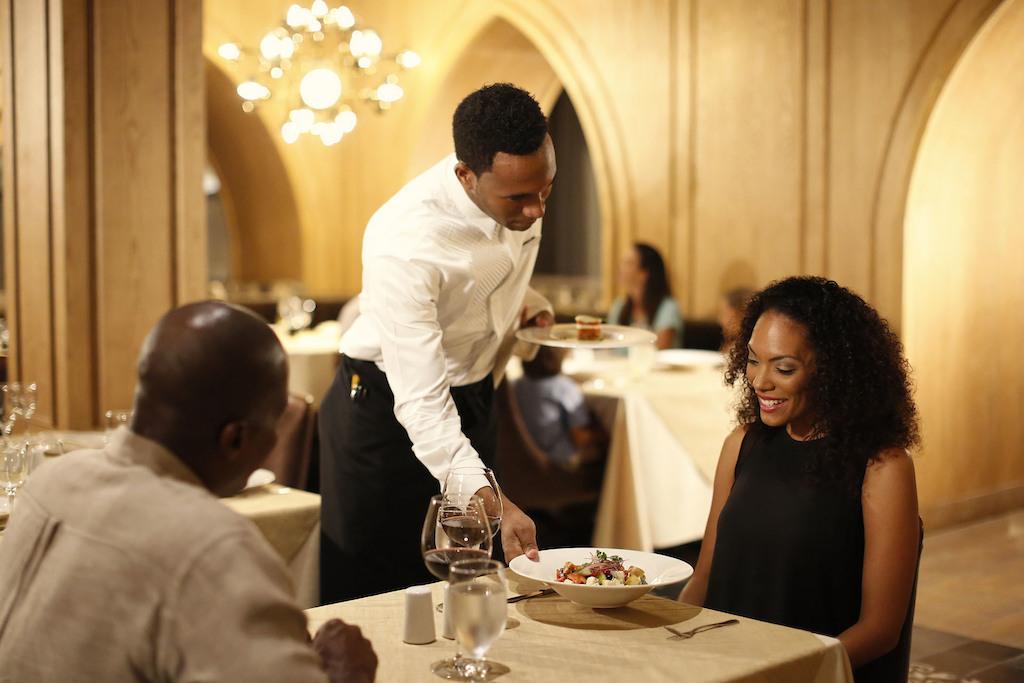 mpj_Couple dining