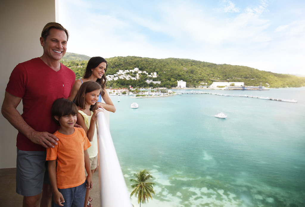 mpj_Family with balcony view