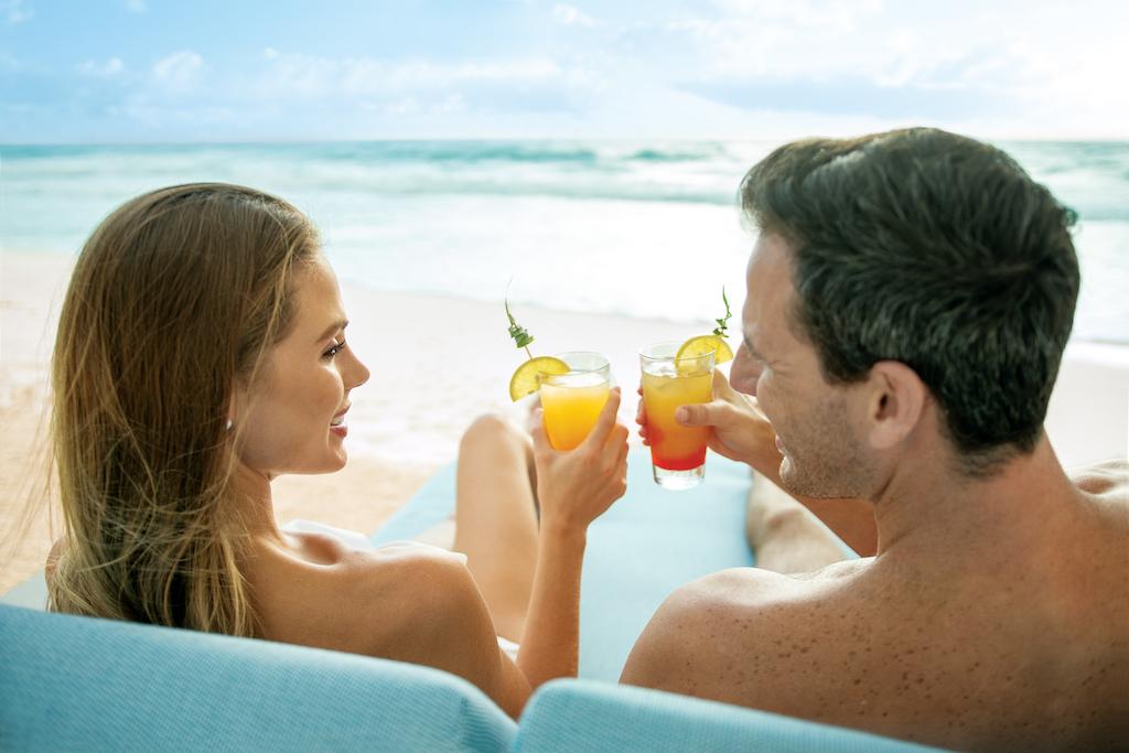 sp_Beach_Couple_Toast
