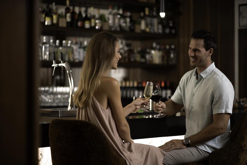 sp_Lobby_Bar_Couple
