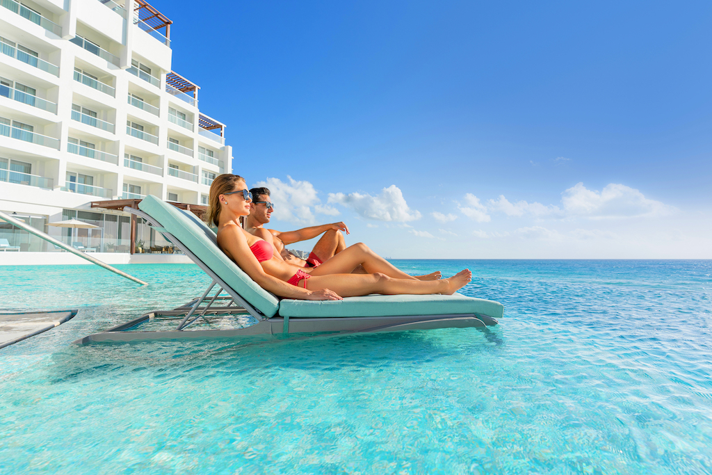 sp_Pool_Couples_Loungers
