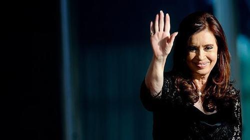 cristina-saludando