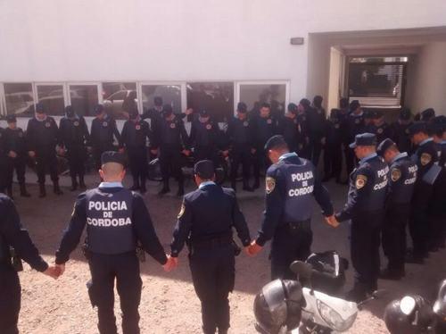 policias-rezando