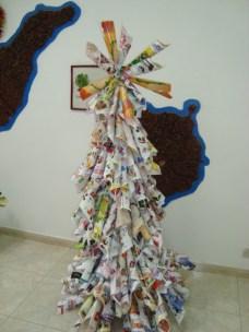 Nuestro Árbol de Navidad de cucuruchos de revistas