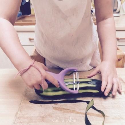 Apprendre à éplucher une courgette