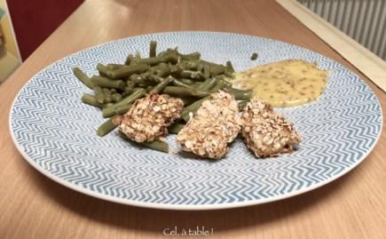 Assiette : croquettes de poulet/moutarde/haricots verts frais