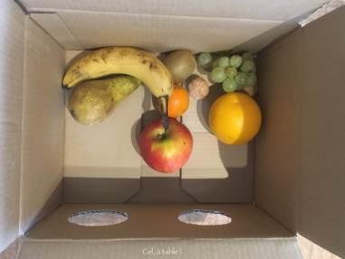 préparation du jeu de devinettes tactiles avec des fruits