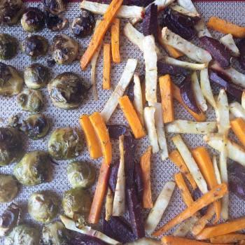 Séparer les légumes sur la plaque de four