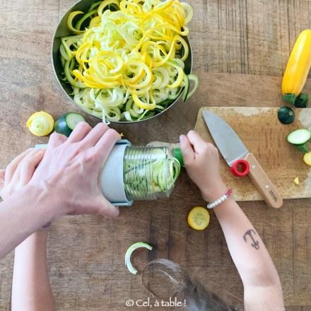 faire des spaghettis de courgettes avec les enfants