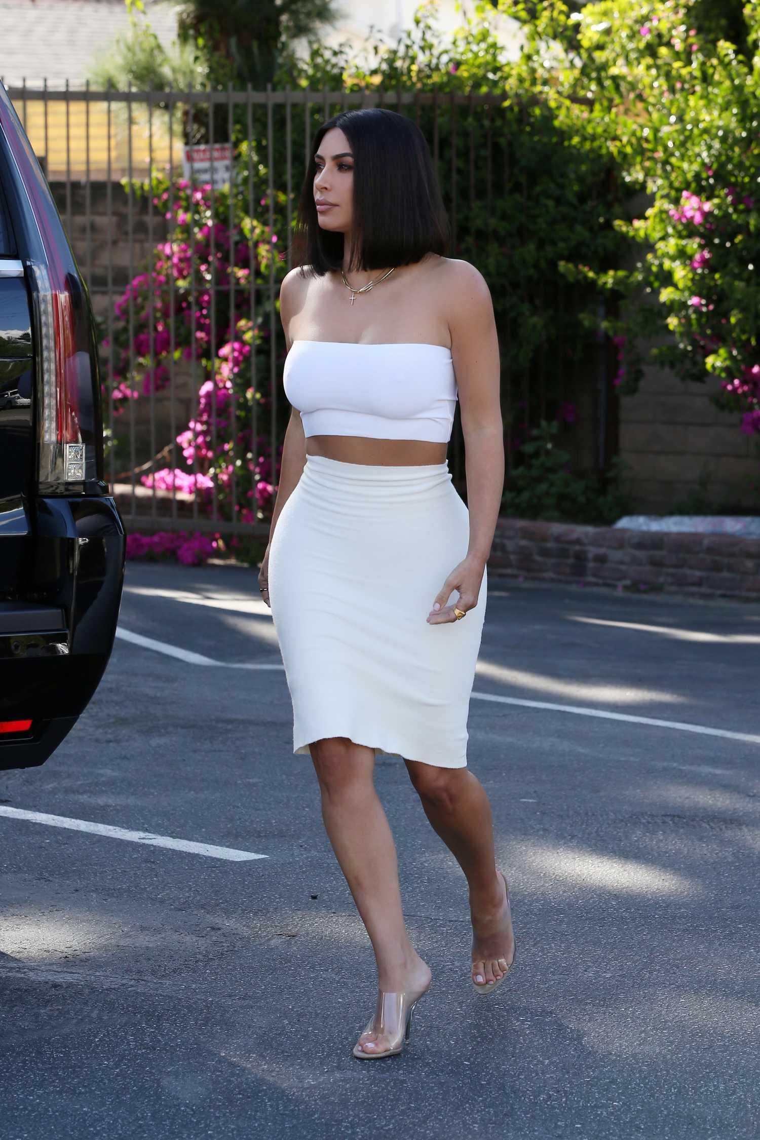 Kim Kardashian Shows Off Her New Short Bob Haircut Out In