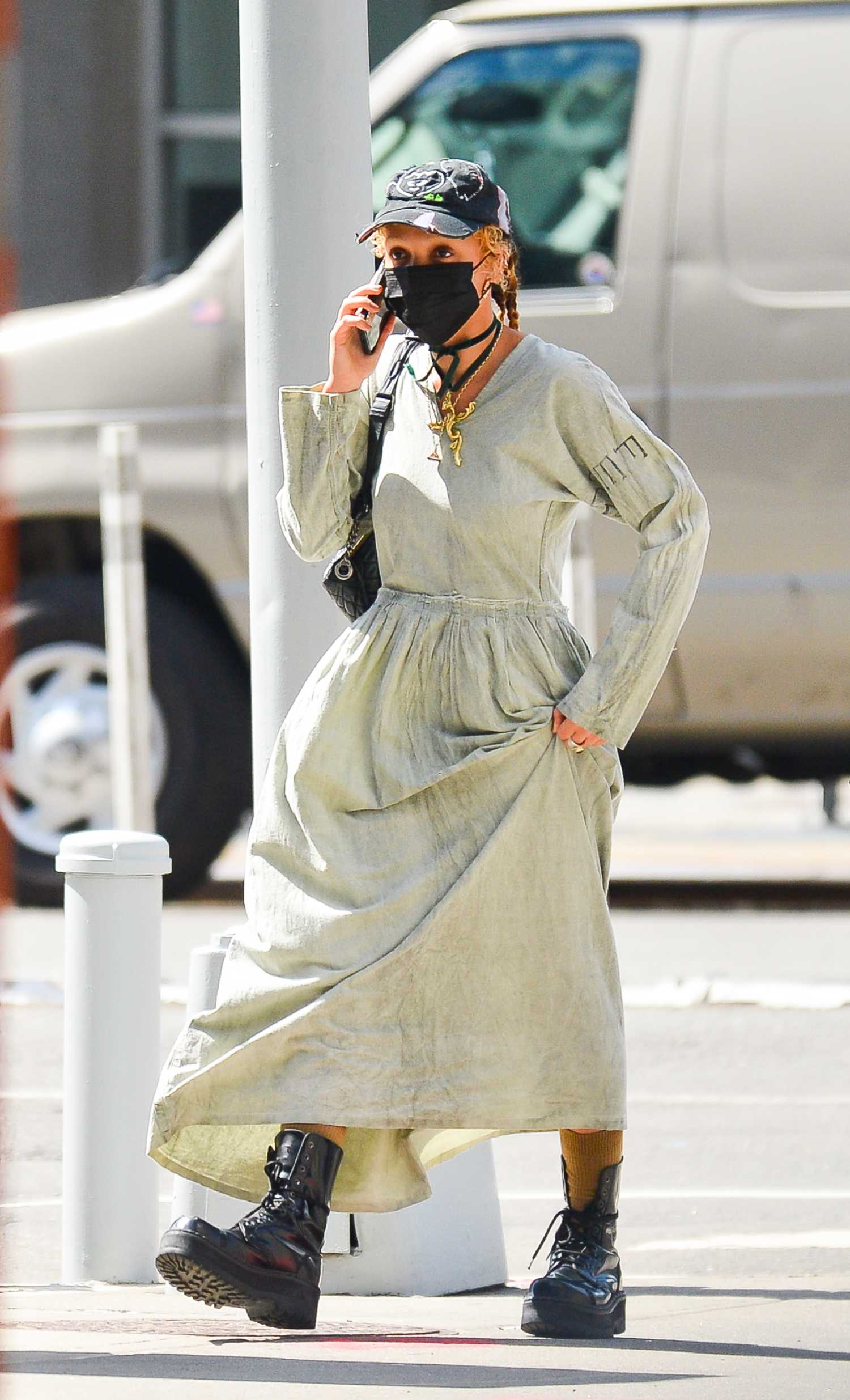 FKA Twigs in an Olive Dress Was Seen Out in New York – Celeb Donut