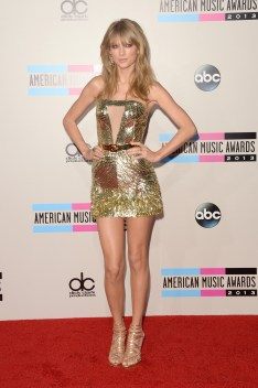 taylor_swift_at_the_2013_american_music_awards_in_la_03
