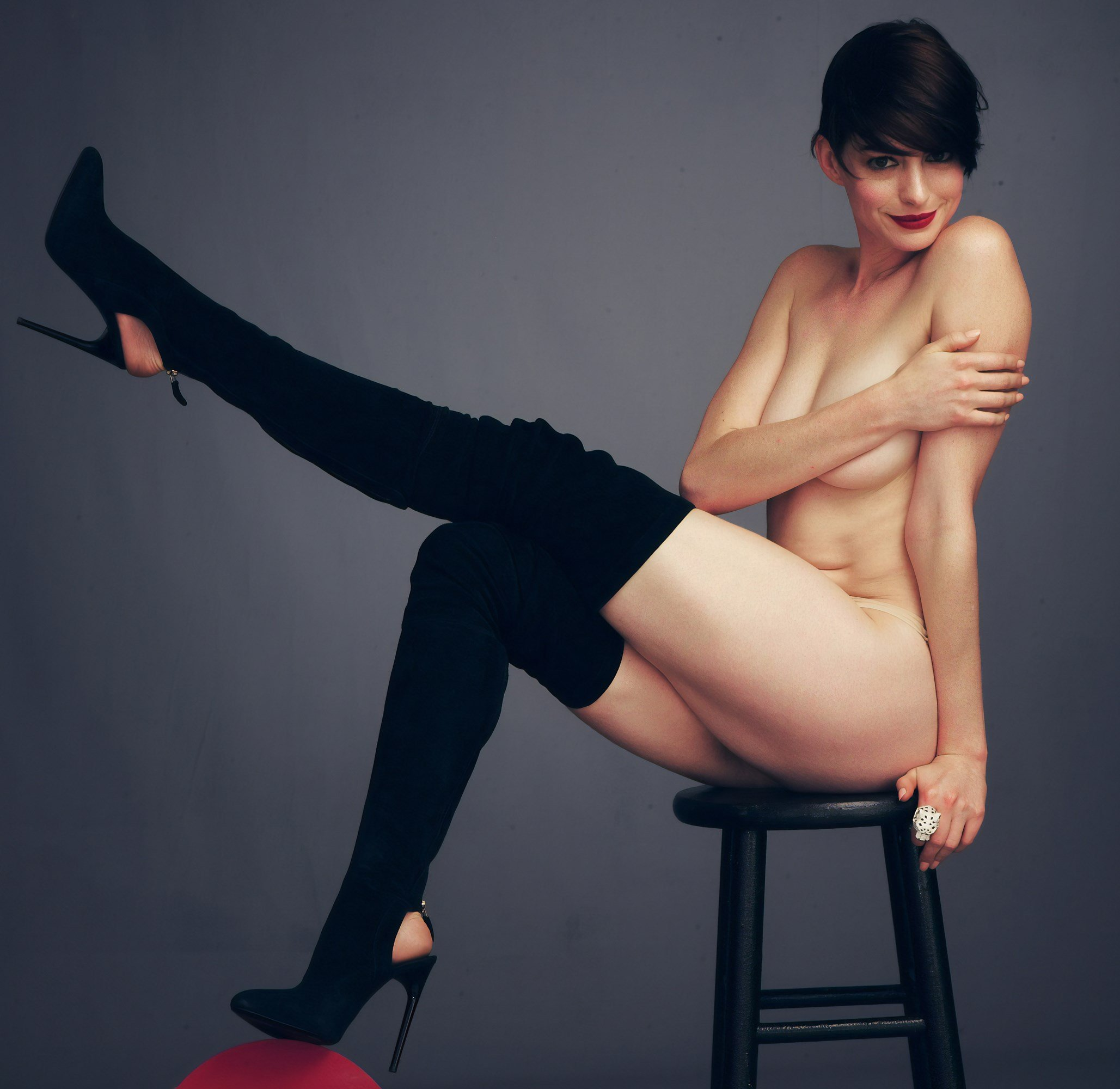Anne Hathaway Covered Nude Outtakes Leaked