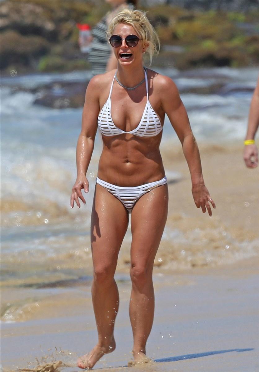 Britney Spears Candid Bikini Beach Pics
