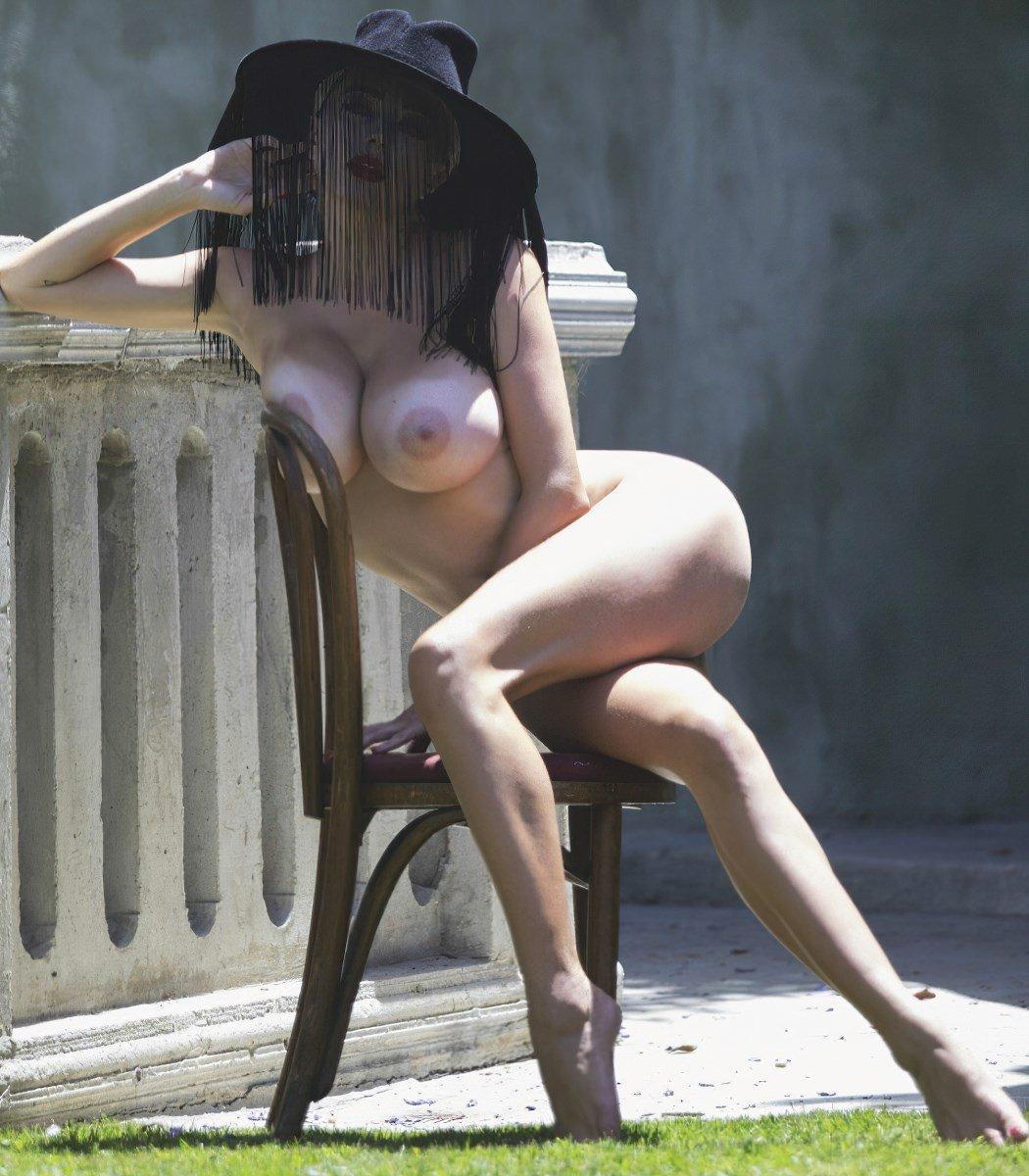 Caroline Vreeland Topless Nude Photo Shoot