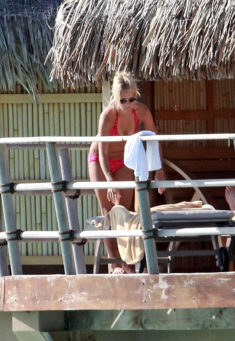 Carrie Underwood Bikini Pics Prove She Is Unfit Wife