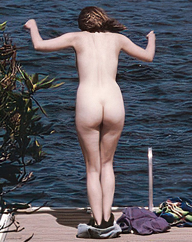 Elizabeth Olsen Nudes AI Enhanced