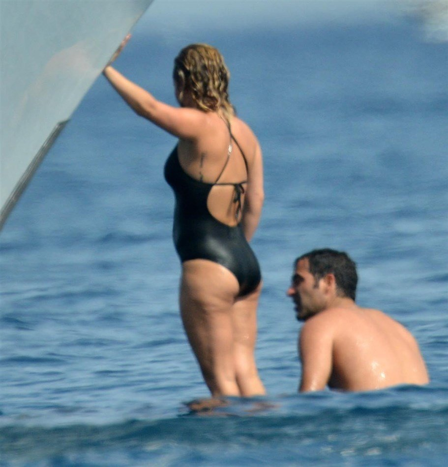 Hayden Panettiere Mocks Jesus While In A Frumpy Swimsuit