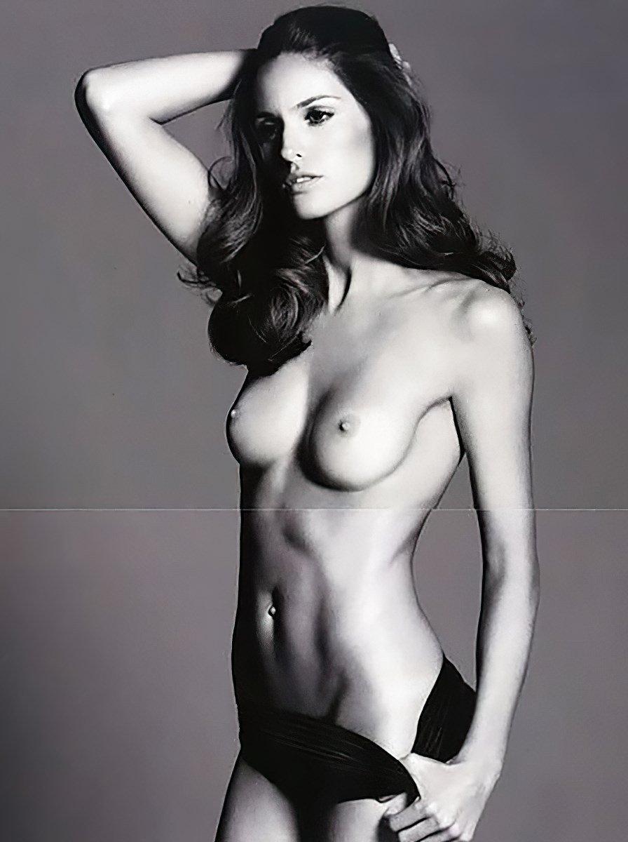 Izabel Goulart Nude Photos Collection