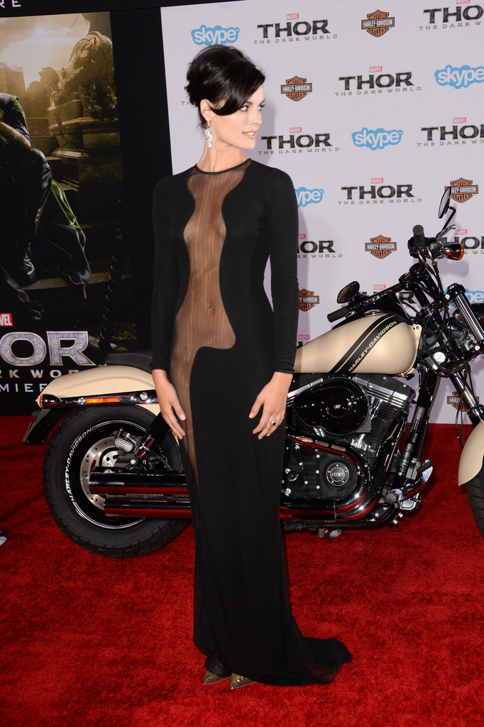 Jaimie Alexander Flashes Her Vagina At 'Thor 2' Premiere