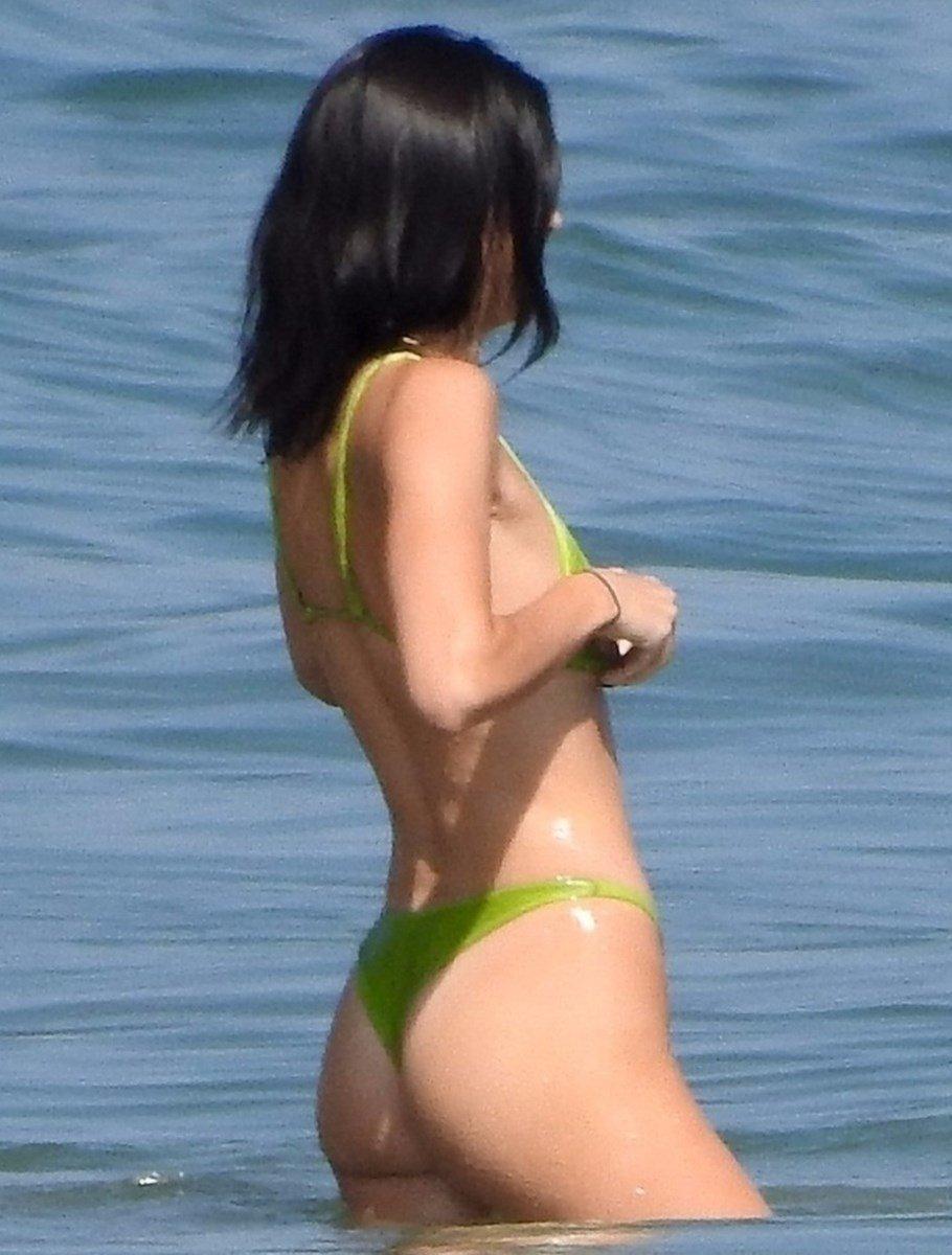 Kendall Jenner Shows Her Dumpy Ass In A Thong Bikini