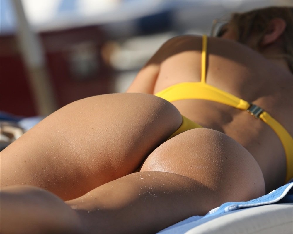 Kimberley Garner Candid Thong Bikini Pics On Miami Beach
