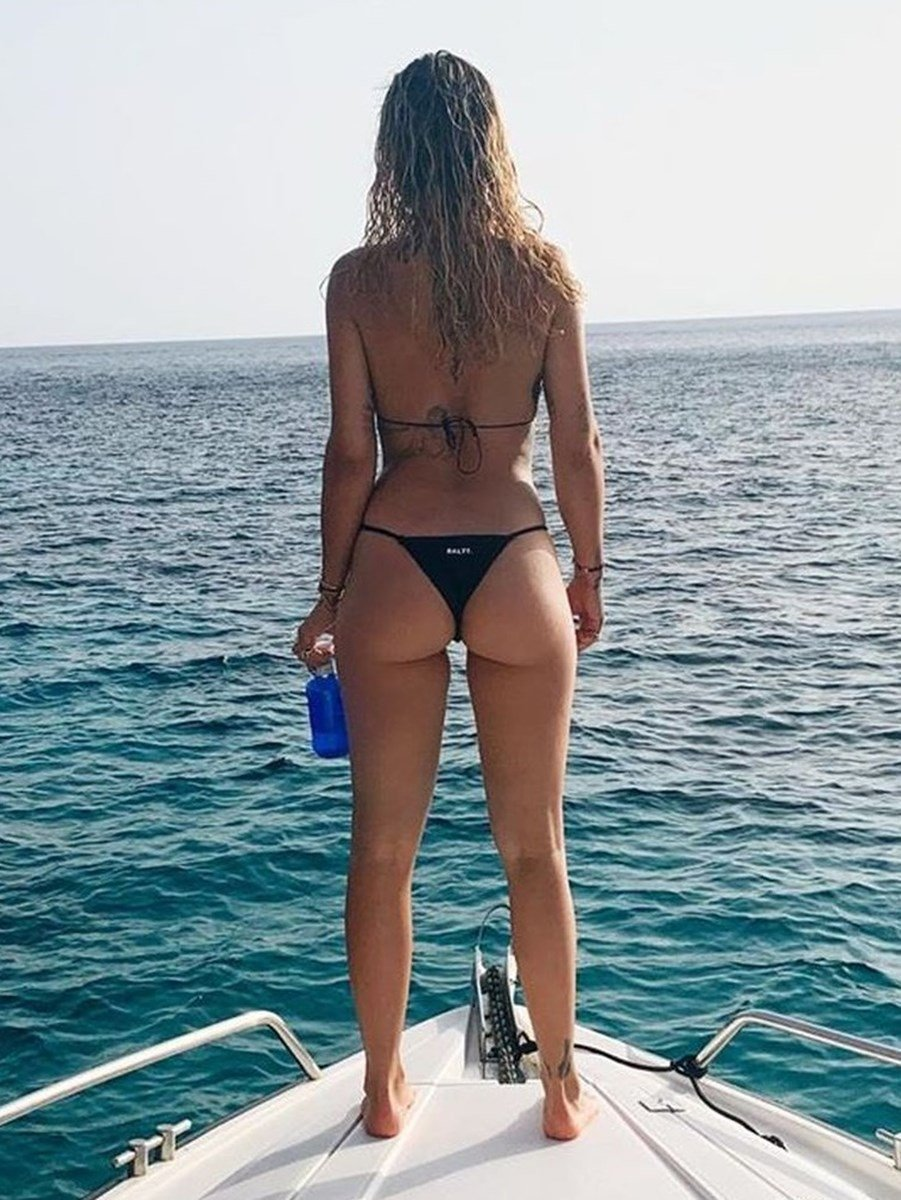 Rita Ora Shows Her Butthole And Titties