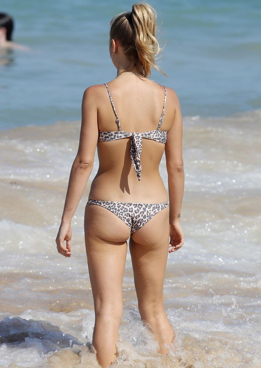 Sailor Brinkley-Cook Candid Bikini Ass Photos