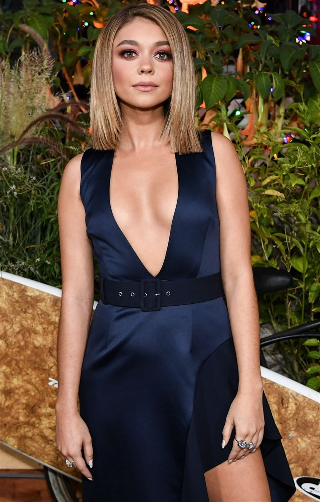 Sarah Hyland's Boob Slips Out Of Her Dress