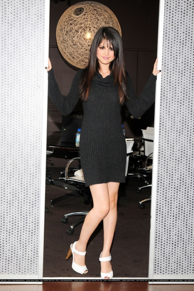 Selena Gomez Forgets To Wear Pants