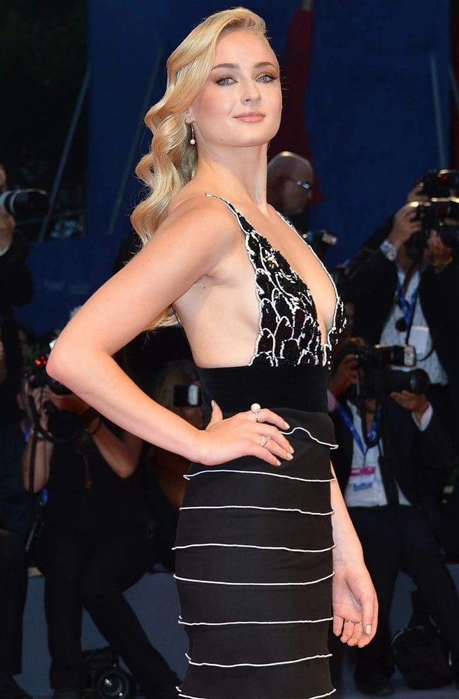 Sophie Turner Sideboob In A Low Cut Dress