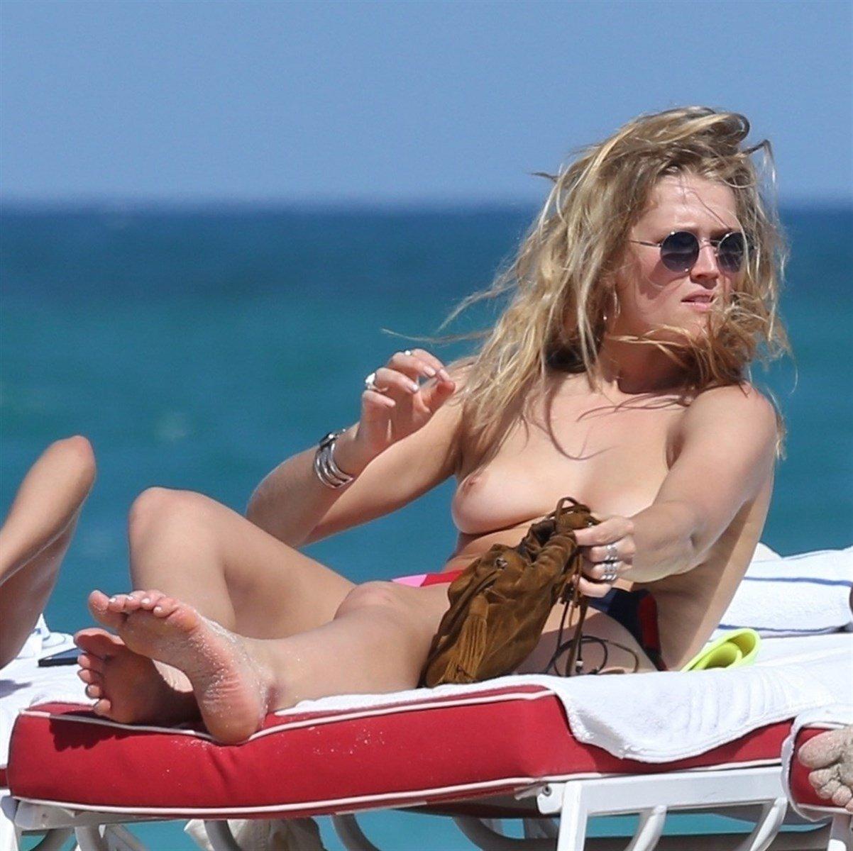 Toni Garrn And Alina Baikova Topless On A Nude Beach