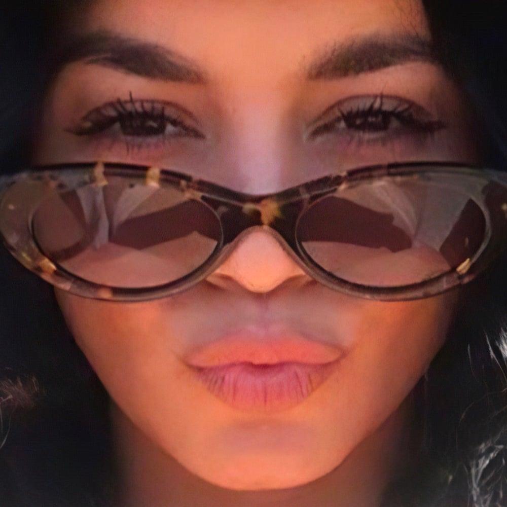 Vanessa Hudgens Puts Her Nude Tits In Her Sunglass Reflection