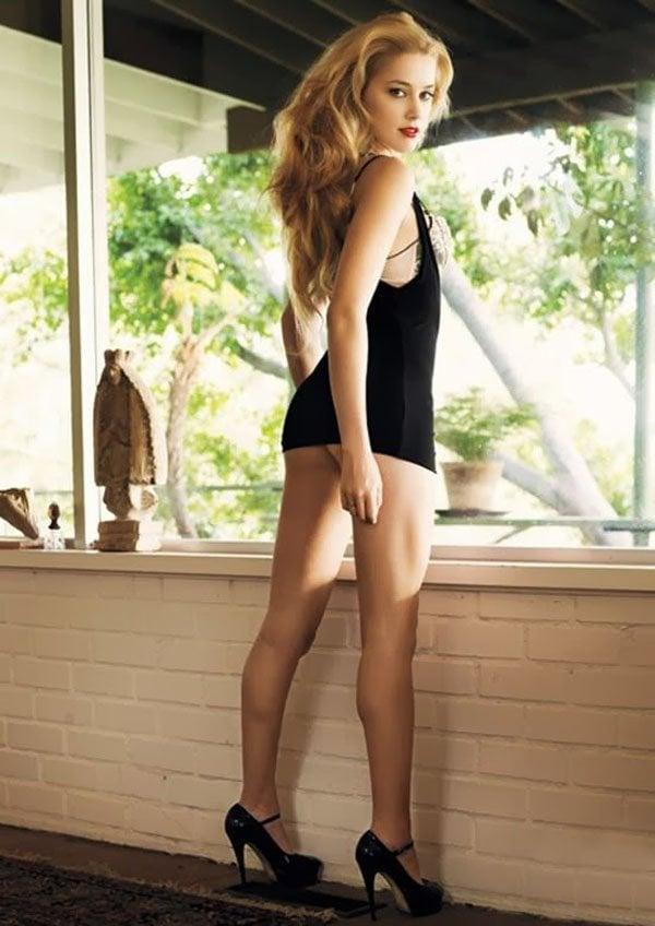 "Amber Heard Nude Scene From ""The Joneses"""