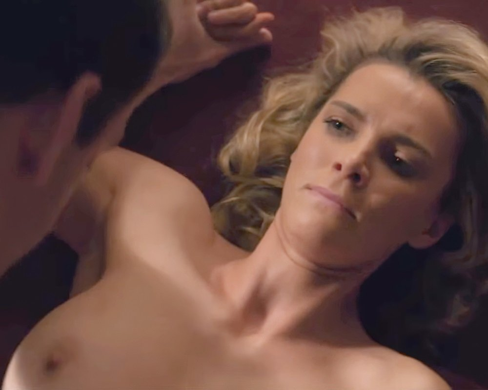 """Betty Gilpin Nude Sex Scene From """"Glow"""""""