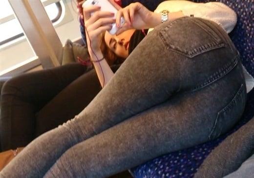 Sophie Turner Flaunts Her Teen Ass