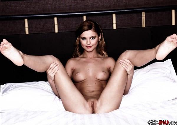 Stefanie Scott Poses Completely Nude