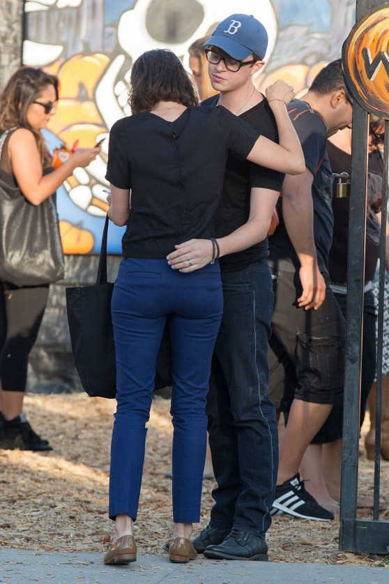 Aubrey Plaza in Jeans at a Pumpkin Patch in Los Angeles