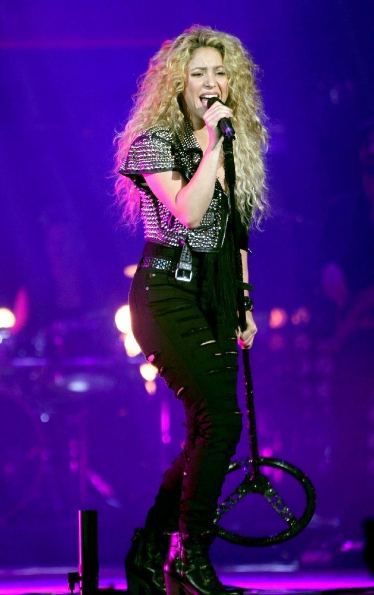 Shakira at the TMobil Public Promo Concert in Bryant Park