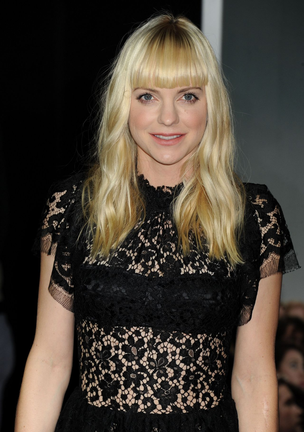 Anna Faris on Red Carpet  DELIVERY MAN Movie Premiere in Los Angeles