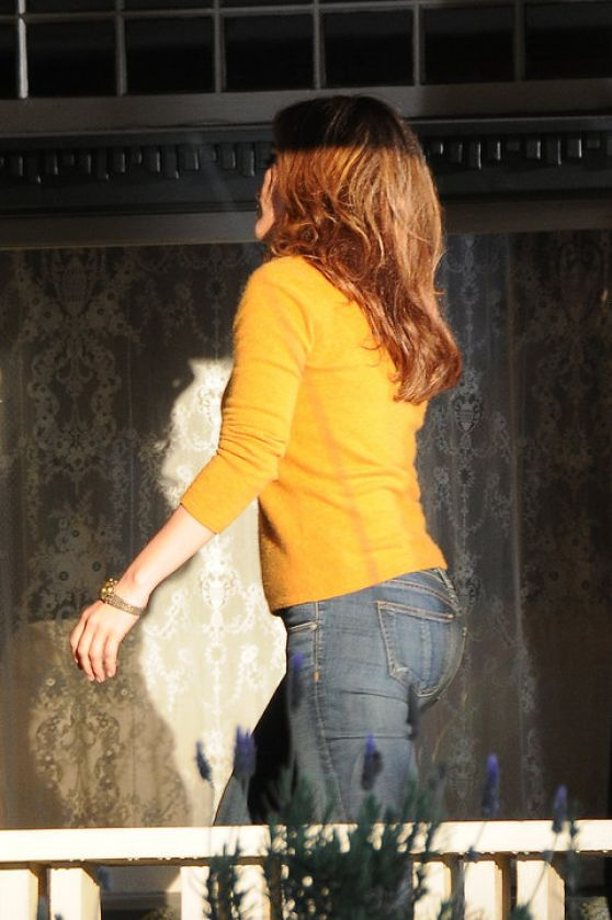 Jennifer Lopez in Jeans on the set of The Boy Next Door in Los Angeles