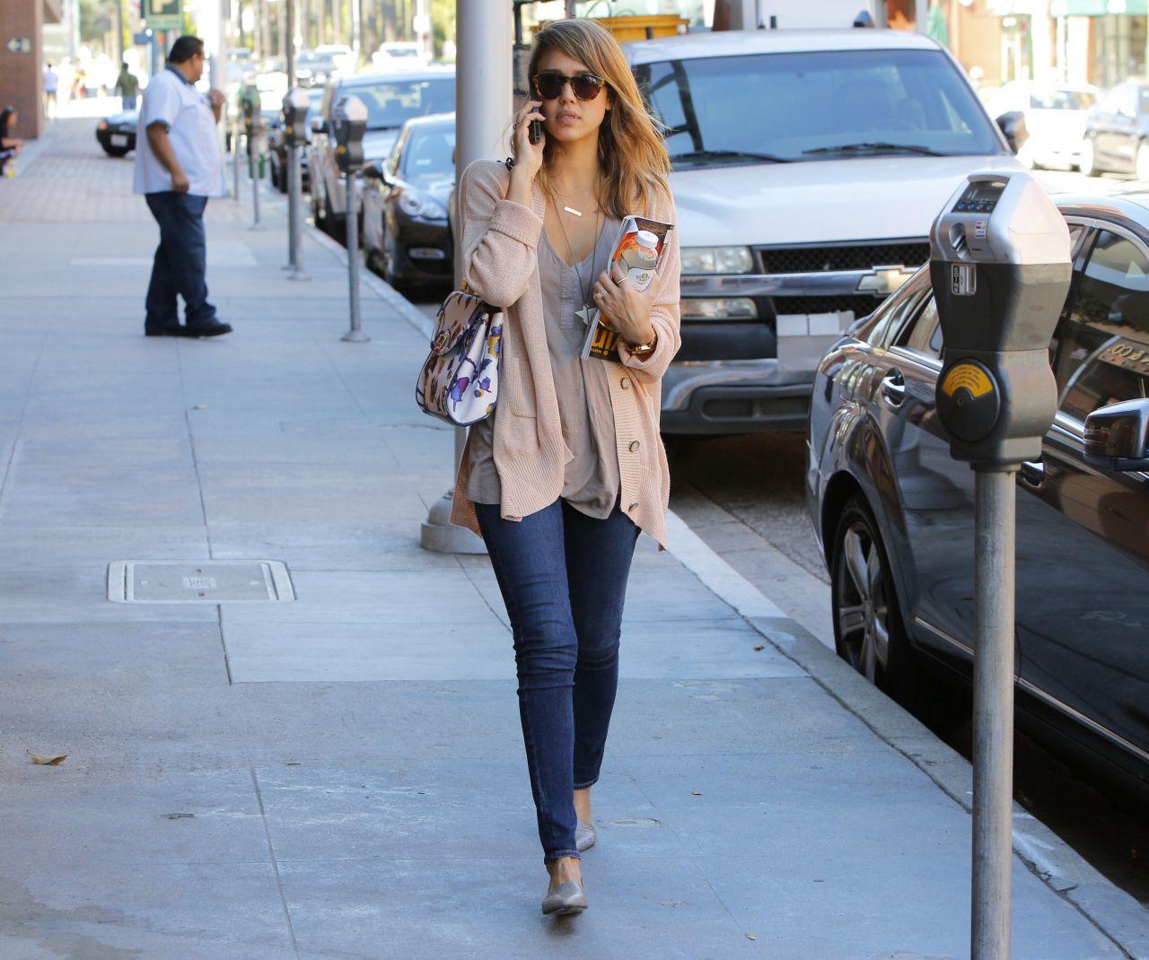 Jessica Alba Street Style  Beverly Hills November 5 2013
