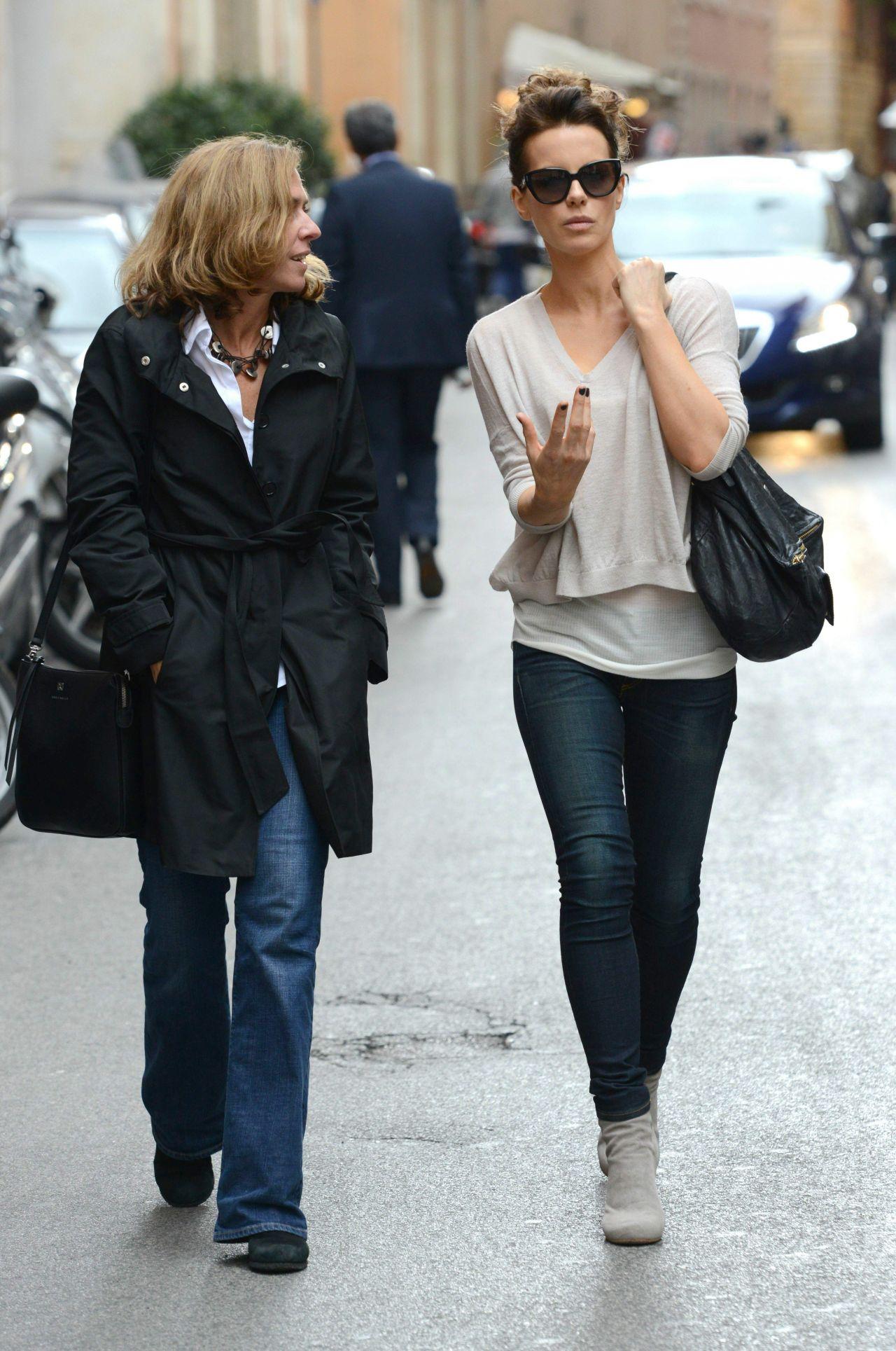 Kate Beckinsale Street Style  in Rome  November 2013