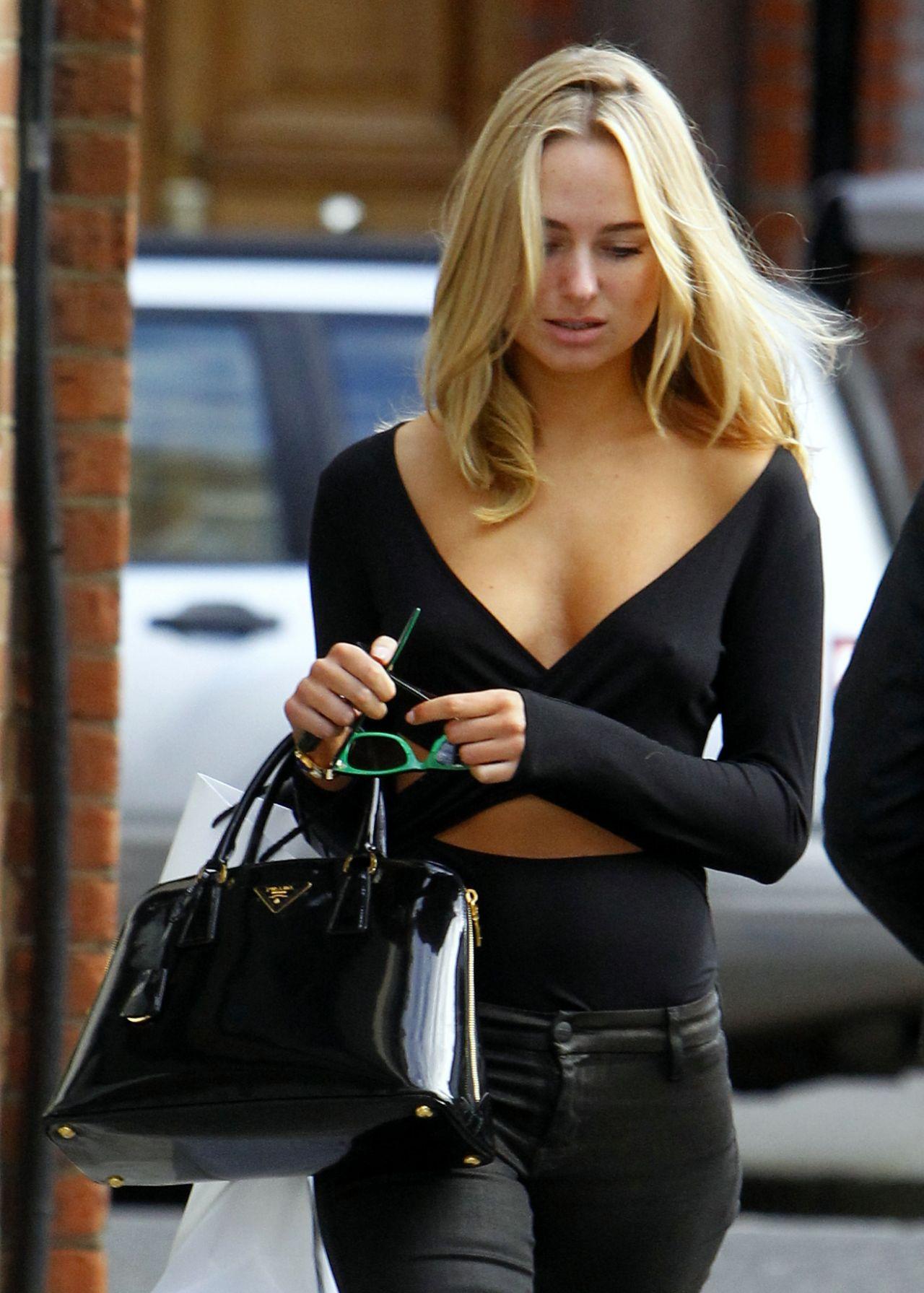 Kimberley Garner Looks Cute in Black  Street Style
