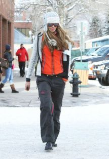 Elle Macpherson Street Style - In Aspen December 2013