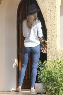 "Rosie Huntington-whiteley In Jeans - Leaves ""friend'"