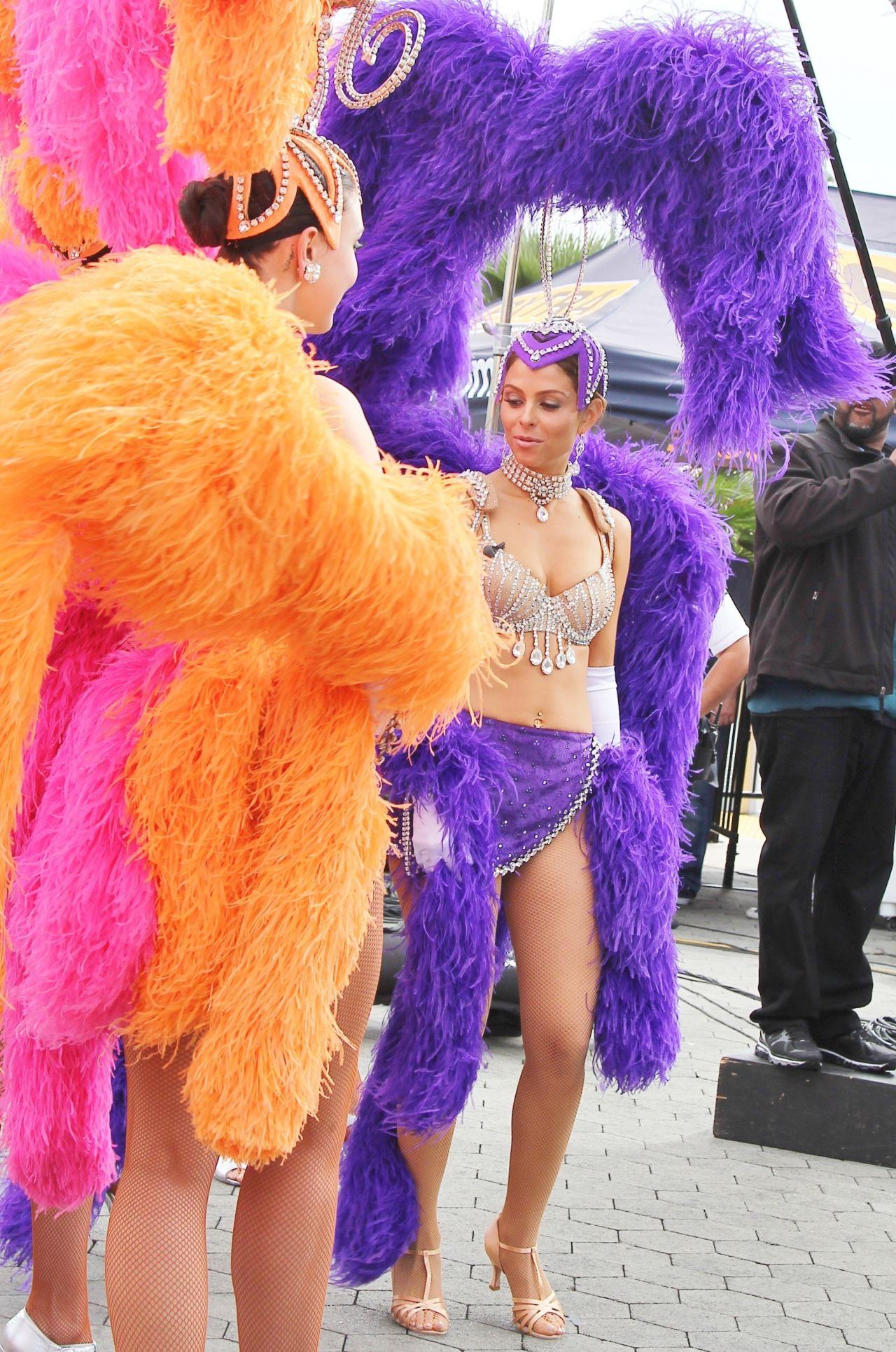 Maria Menounos As A Las Vegas Showgirl Extra Set