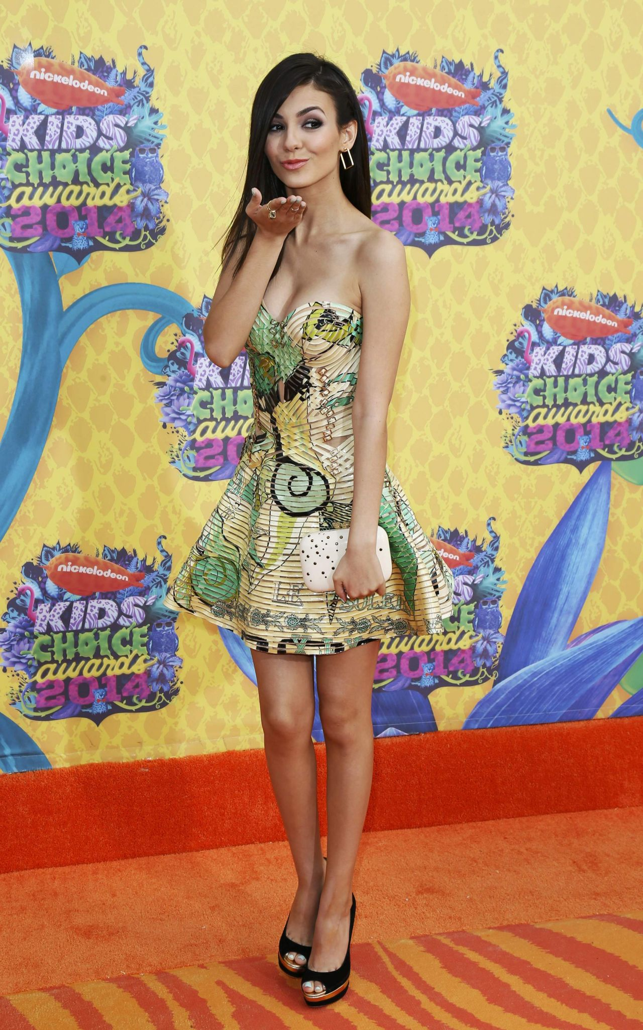 Victoria Justice In Atelier Versace Dress  Kids Choice