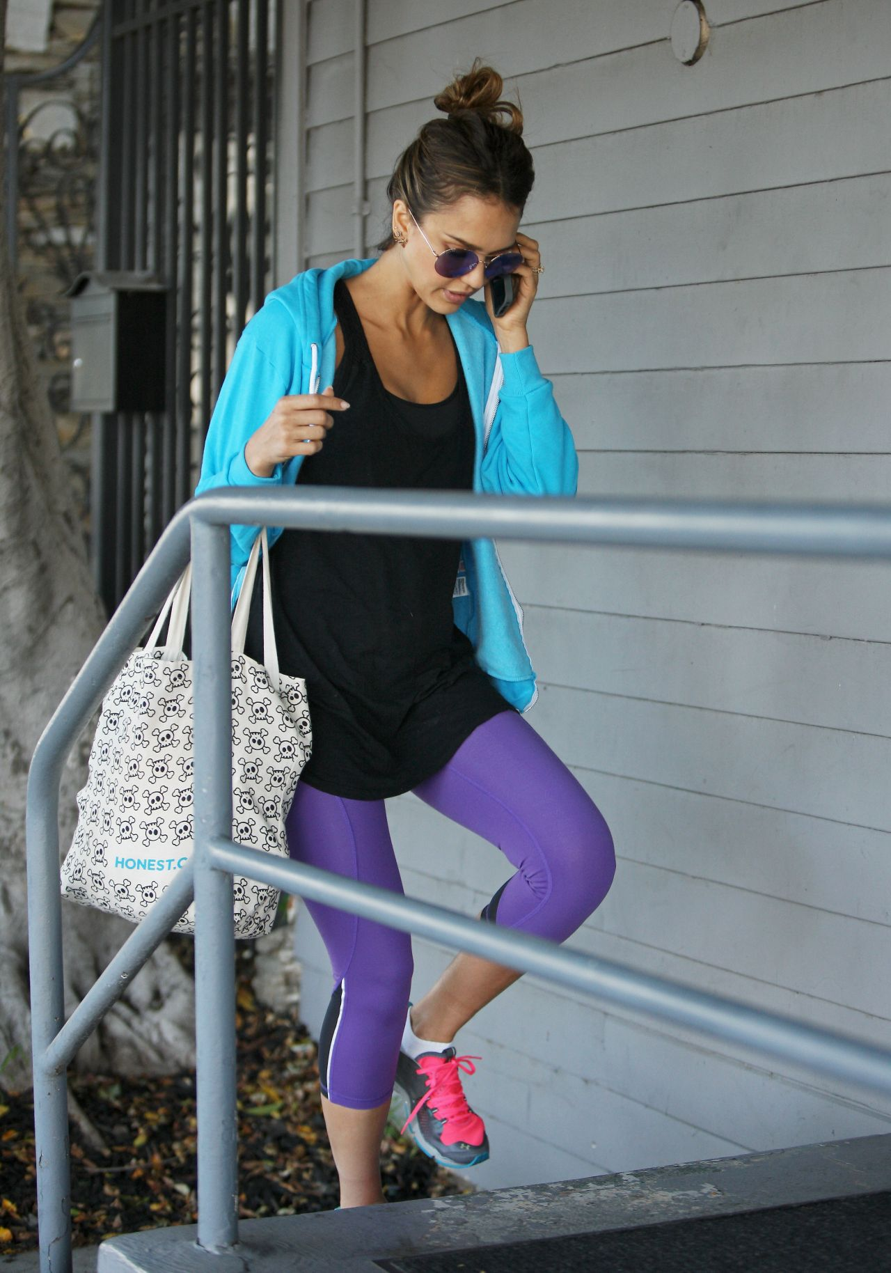 Jessica Alba in Spandex  Leaving the Gym in West