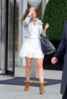 Kelly Brook In Mini Skirt - Leaving Shangri-la Hotel
